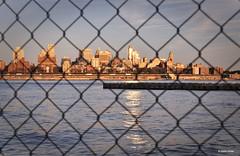 Brooklyn (Stefan Bodar) Tags: voyage new york travel usa mer art brooklyn america river de soleil nikon raw united stefan states est grillage fleuve couch artiste amrique bodar