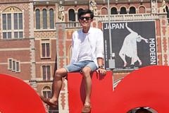 Museumplein - Amsterdam (Netherlands) (Meteorry) Tags: boy people man holland guy netherlands sunglasses amsterdam june museum asian museumplein europe iamsterdam candid south nederland short lad rijksmuseum paysbas sud homme zuid noordholland asiatique 2016 meteorry museumkwartier amsterdampeople