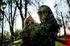 Doble Exp Parque (-Roge-) Tags: park trees baby film grass silhouette analog kodak doubleexposure lawn mother silueta