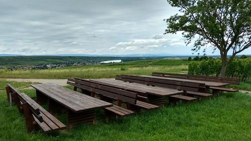 Rastplatz mit Blick auf den Rhein