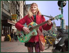 Posing for Martin.... (martin alberts Pictures of Amsterdam) Tags: amsterdam martinalberts damrak performer musician hippy music portrait portretten girls