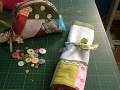 Retalhinhos... (ceciliamezzomo) Tags: bag dish handmade pano makeup towel fabric scraps patchwork scrap prato retalho necessaire retalhinhos