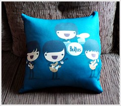 Almofada Beatles Baby - Pillow (bruna.cosini) Tags: home brasil bag skull tissue pillow owl coruja patch decor caveira almofada tecido pou
