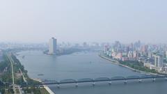 Taedong River with Yanggakdo Hotel (Daniel Brennwald) Tags: panorama korea northkorea pyongyang dprk juche nordkorea juchetower taedongriver pjngjang yanggakdohotel