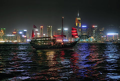 HONG KONG DESDE KOWLOON    -   HONG KONG FROM KOWLOON (Miquel Fabr) Tags: china lighting leica travel viaje sea colors night skyscraper reflections hongkong noche mar asia cityscape tour nightshot outdoor walk junco tourist colores paseo vista nocturna urbano kowloon velas reflejos touristic sampan rascacielos fotonocturna airelibre turistico iluminacin greatphotographers chineseboat barcochino simplysuperb thebestofday gnneniyisithebestofday miquelfabre