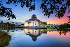 An Nur Mosque, UTP (DSC02111a1r) (Rizal Zawawi) Tags: sunset nature architecture sunrise mosque utp annur universitytechnologypetronas