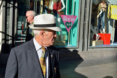 citizen i (henryub) Tags: madrid street hat