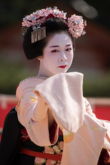 (byzanceblue) Tags: portrait cute girl beauty japan female japanese dance kyoto bokeh traditional maiko geiko geisha   kimono gion   kanzashi      gionhigashi komako