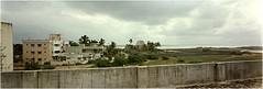 vue depuis la terrasse - Thiruvanmiyur - Inde 1995 (JJ_REY) Tags: india kodak panoramic tamilnadu southindia quicksnap bayofbengal thiruvanmiyur indedusud golfedubengal