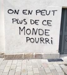IMG_20160409_164911 (Cocomilie) Tags: wall graffiti tags anarchism slogan nantes manifestation punchline loitravail