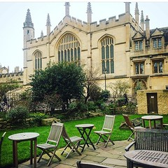 terrace #weekend #oxforduniversity #oxfordarchitecture #architecture #beautiful #beautifulplace #beautifuldestinations #visitoxford #travelgram #traveling #travelphotograph (Cevex Madrid) Tags: beautiful architecture weekend traveling oxforduniversity beautifulplace travelphotograph oxfordarchitecture beautifuldestinations travelgram visitoxford
