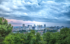 Nashville Skyline (Thayanne D.) Tags: nashville tenneessee skyline city cityskyline clouds