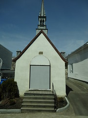 Quebec. Along the Avenue Royale to Sainte Anne de Beaupre. Family chapel. (denisbin) Tags: roof house river pond quebec cottage icy maplesyrup frenchstyle adamsfamily saintlawrence chezmarie royalroad avenueroyale icypond frenchroof produitsderable