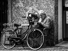 Tirano (RadarO´Reilly) Tags: italien bw italy woman bicycle blackwhite sw fahrrad frauen schwarzweis tirano
