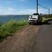 Acampamento na beira do lago e estrada