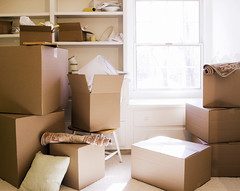 TE-BLOG_-Moving-day-boxes_-08_23_2011_iS by naiaraback1, on Flickr