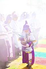 Misticismo, el incienso (ChinoEstrada) Tags: guatemala colores urbano costumbres semanasanta procesion centrohistorico cucuruchos tradiciones incienso melleza