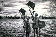 Never Had The Time (Constantijn Gubbels Photography) Tags: bw kite never canon river germany deutschland photography see child time hamburg kinder lonely had alster stein cgp spielen drachen the eisen constantijn gubbels 5dmk2