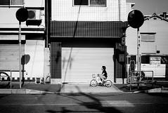 Kid (Jiajun Yang) Tags: street leica bw blackwhite streetphotography m82 monochrone voigtlandernokton35mmf14sc