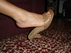 bebe18 (J.Saenz) Tags: feet foot pies fetichismo podolatras pieds mujer woman dedo toe pedicure nail ua polish esmalte pintada toenail zapatos shoes tacones heels tacos tacchi schuh scarpe shoefetish shoeplay mules slides slippers thongs sandals sandalias