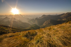 Grass in the Wind (Gustavo Almeida Couto de Andrade) Tags: sun mountain sol trekking nationalpark mountaineering serra caminhada montanha entardecer mochilo parquenacional eventide serradosrgos montanhismo