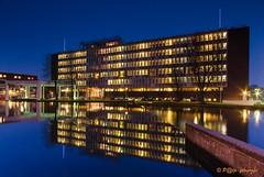 Het oude Akzo HQ Arnhem (www.petje-fotografie.nl) Tags: water arnhem le bluehour gelderland spiegeling velperweg tejin akzohq
