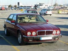 Mensuelle La Rochelle - Jaguar XJ (Deux-Chevrons.com) Tags: auto france classic car classiccar automobile automotive voiture coche oldtimer jaguar larochelle daimler ancienne classique xj40 jaguarxj jaguarxj40
