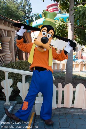Goofy At Disney Character Central