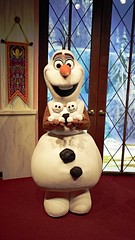 Olaf Loves the Snowgies (BeautifulToyReviews) Tags: california park toy olaf frozen snowman disneyland character parks disney adventure indoors hollywood animation land theme inside academy meet greet fever snowgies chatterback