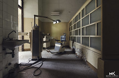 Forget Your Past. (* bumble~bee *) Tags: architecture alley decay indoor forgotten urbanexploration dentist urbex