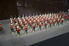 Marching RCMP toy soldiers in pith helmets (quinet) Tags: toronto ontario canada toys police soldiers rcmp polizei soldaten jouets royalcanadianmountedpolice soldats royalcanadianmilitaryinstitute speilzueg