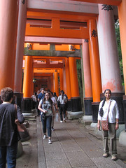 Kyoto-16.009 (davidmagier) Tags: japan architecture kyoto religion tourists ponytail shrines jap touristattractions aruna historicsite
