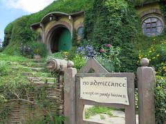 """La maison de Bilbon à Hobbiton <a style=""""margin-left:10px; font-size:0.8em;"""" href=""""http://www.flickr.com/photos/83080376@N03/16338026623/"""" target=""""_blank"""">@flickr</a>"""