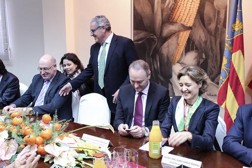 Cirilo Arnandis con el Comisario, el President de la Generalitat y la Ministra de Agricultura