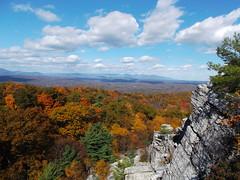Hudson Valle, Nueva York (madeleinecalhoun) Tags: trees newyork rock clouds arboles nubes otoo sedimentary nuevayork losestadosunidos rocasedimentaria geophotopedia