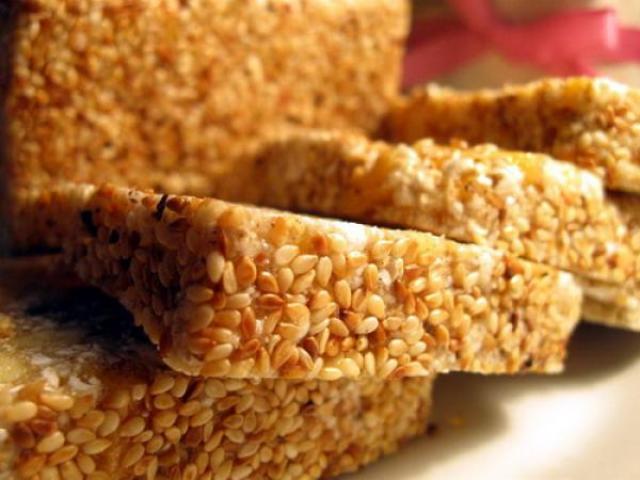 3Thưởng thức bánh cáy như như một cách tưởng nhớ nguồn cội của người dân Thái Bình