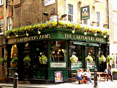 Carpenters Arms (Draopsnai) Tags: plants brick green london westminster fauna pub marylebone carpentersarms seymourplace londonboozer traditionalbritishpub hamdengurneystreet