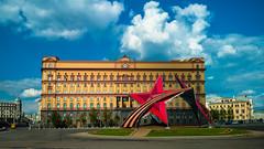 Hauptsitz des FSB (swissgoldeneagle) Tags: red building rot star russia moscow hq ru stern moskau gebude gebaeude kgb moskva 16x9 fsb 950  headquaters russland  lumia hauptsitz 950xl