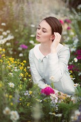 Jenna (Valerie Thompson Photography) Tags: flowers light cute nature beautiful fashion daisies photoshop canon vintage model 60s photographer photoshoot fashionphotography creative naturallight daisy wildflowers create reno retouch renonevada canon6d renophotographer wiaf renoportraitphotographer