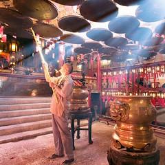 Men hanging incense coils @Man Mo Temple, Hong Kong (mooooooooooooooooooooooooo) Tags: light hk sunlight man temple hongkong asia ray shine central burning burn hanging incense manmo manmotemple sheungwan incensecoil