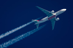 Emirates SkyCargo Boeing 777-F1H A6-EFO (Thames Air) Tags: emirates skycargo boeing 777f1h a6efo contrails telescope dobsonian overhead vapour trail