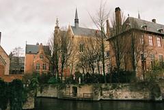 (Carla Andrea Tamara Tonesi) Tags: film 35mm canal nikon belgium belgique brugge bruges f80 belgica brujas filmisalive