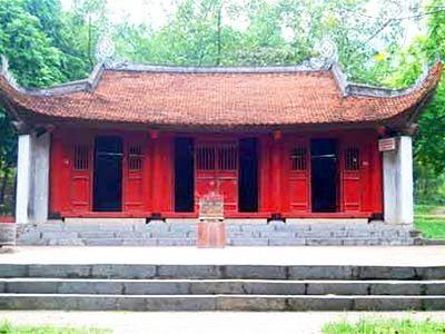 Đền Bạch Hạc là nơi thờ thổ lệnh có tên huý là Trần Lan và em là Thạch Khanh