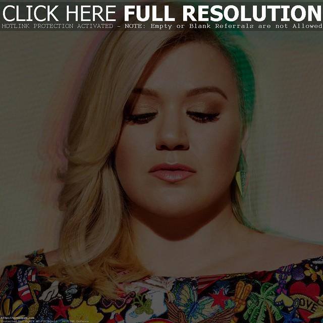 KELLY CLARKSON apart criticism about weight
