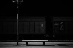 Solium Peregrini (Tommaso Cocon) Tags: stazione treno viaggio notte marche panchina falconaramarittima