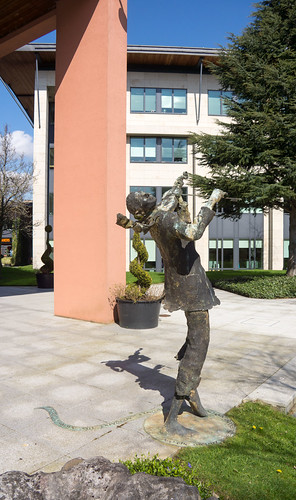 BRONZE FIDDLER [CITYWEST CAMPUS]-103320