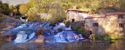Parque dos moinhos nas cascatas do rio Barosa