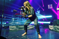 Tove Lo 124 (barefootmusicians) Tags: musician feet concert live stage performance barefoot singer performs