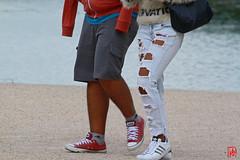 Un nouveau style adul  des jeunes, le Jeans trou. (mamnic47 - Over 6 millions views.Thks!) Tags: jeans versailles visiteurs lesgens img9724 versailleschateaudeversailles jeanstrous