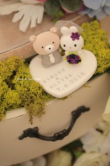 rabbit and bear wedding cake topper (charles fukuyama) Tags: wedding animals oso conejo lapin weddingceremony sculpted initials ours cakedecoration  weddingcaketopper gardenwedding  customcaketopper greenwedding claydoll handmadecaketopper kikuike